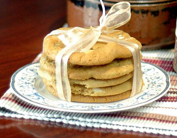 White Chocolate and Macadamia Nut Cookies (Just like Subway)
