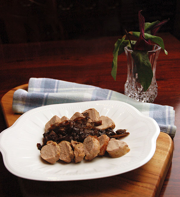 Pork tenderloin with apple and onion marmalade
