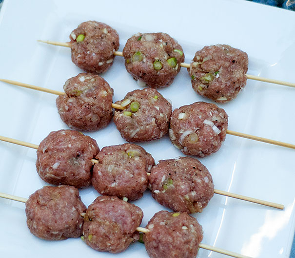 How to make Vietnamese pork patty skewers