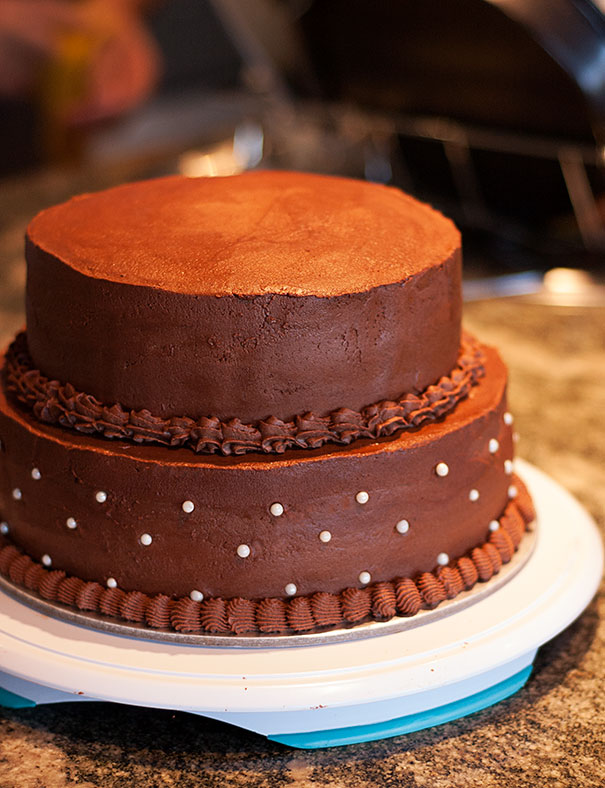 How to make a 2-tier chocolate birthday cake
