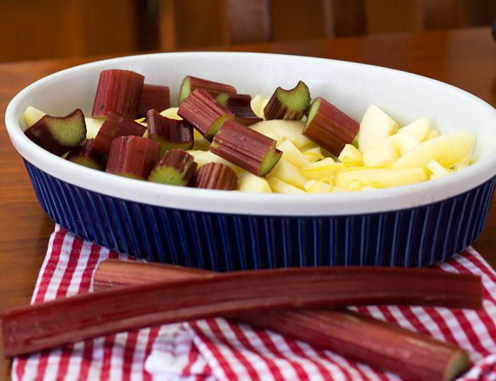 How to make apple rhubarb crumble
