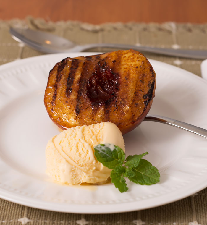 Grilled Peaches with Cinnamon and Maple Syrup